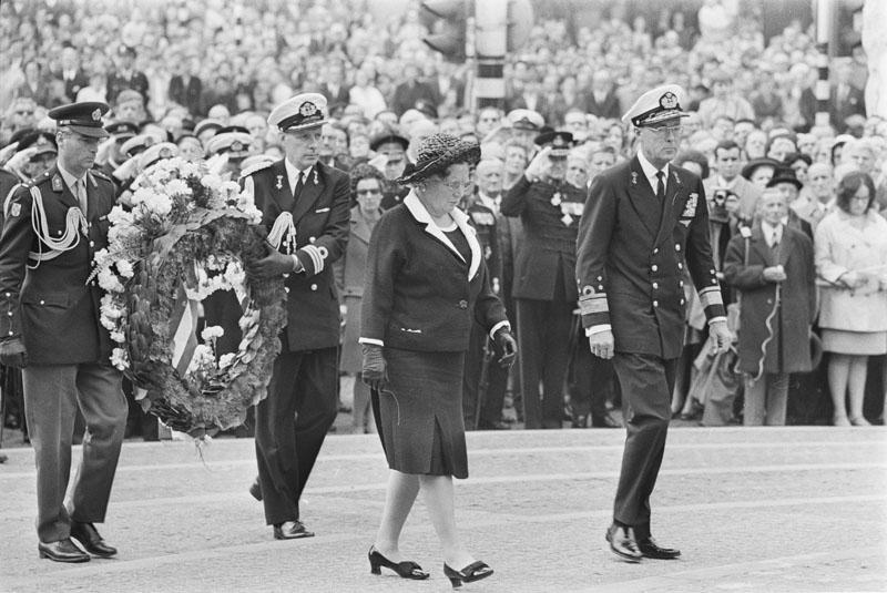 Amsterdam dam nationale dodenherdenking 1969 geheugen van nederland - Klein kamermeisje ...