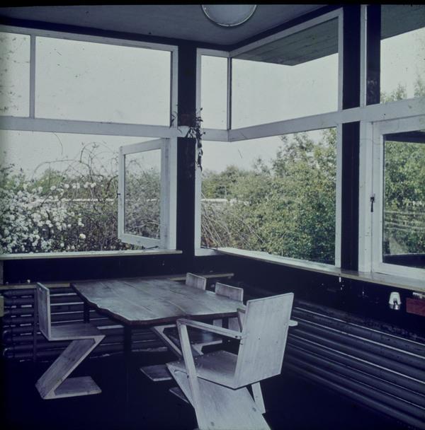 Afbeelding van rietveld schr derhuis interieur boven for Interieur nederland