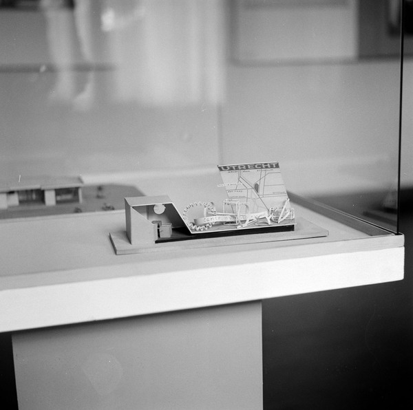 Afbeelding van tentoonstelling 39 rietveld 39 1958 cmu for Maquette stand