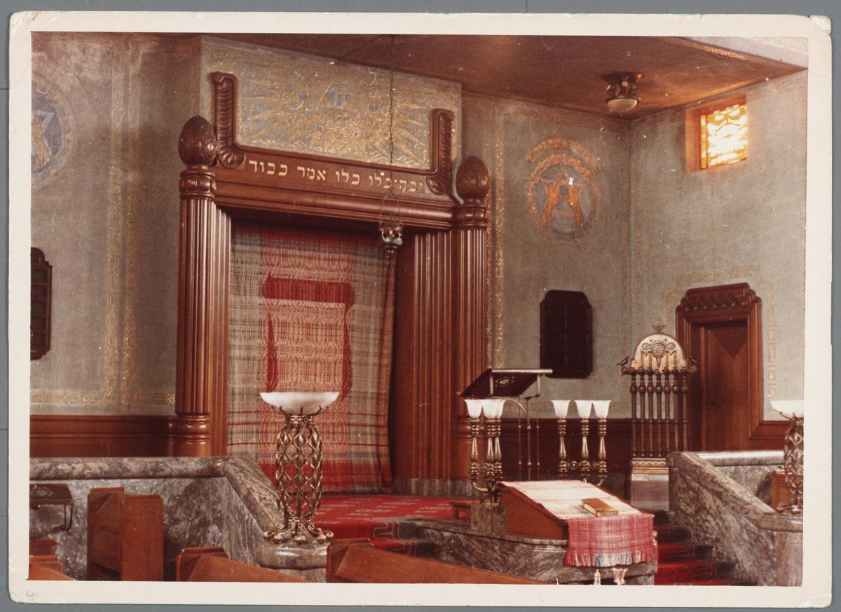 overzichtsfoto van interieur synagoge enschede ca 1970