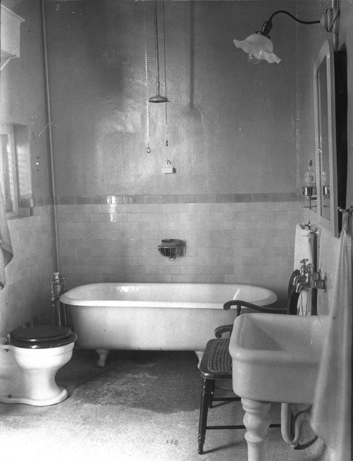De badkamer in het paleis van de gouverneur het geheugen van nederland online beeldbank van - Badkamer jaar ...