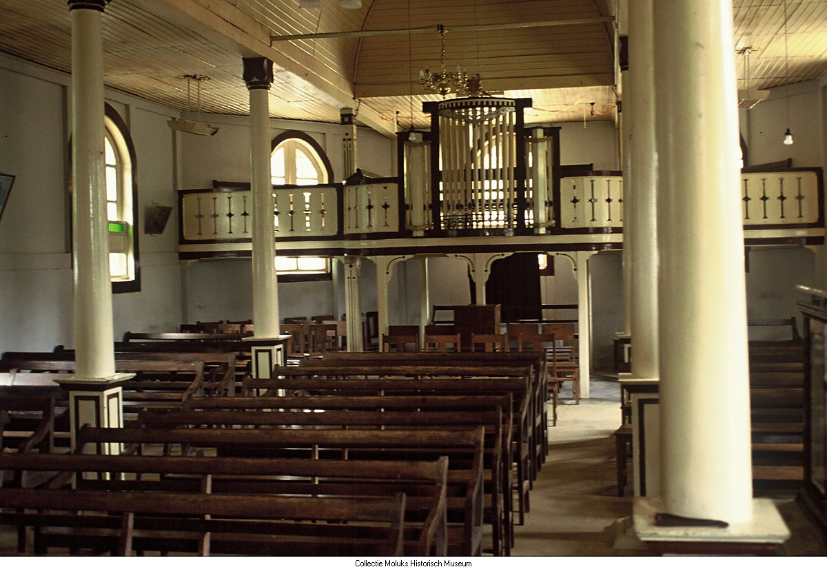 Interieur van protestantse kerk te Ambon - Geheugen van Nederland