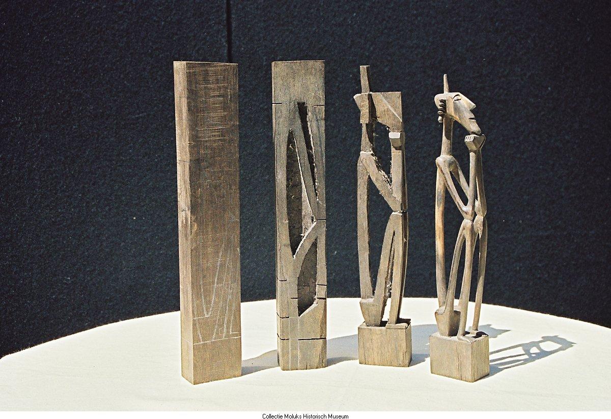 Houten beeldjes uit tanimbar te zien zijn geheugen van nederland - Te vernieuwen zijn houten trap ...
