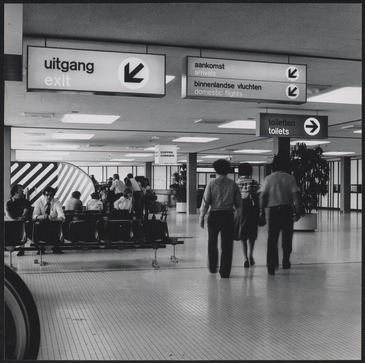Foto 39 s van bewegwijzering en interieur luchthaven schiphol for Interieur foto s