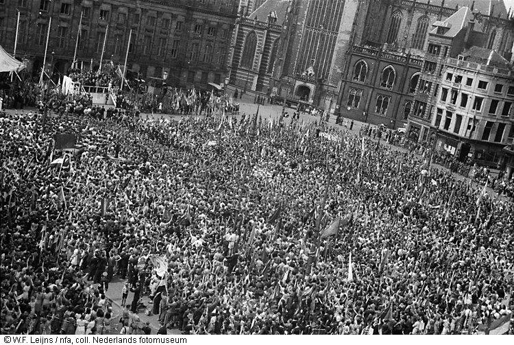 Demonstratie op de dam amsterdam 1945 het geheugen for Demonstratie amsterdam
