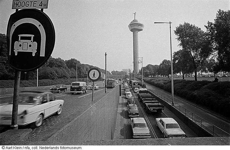 Verkeer bij de maastunnel rotterdam 1966 geheugen van for Interieur reinigen auto rotterdam