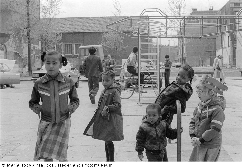 Rubroekstraat rotterdam 1979 geheugen van nederland for Rotterdam crooswijk