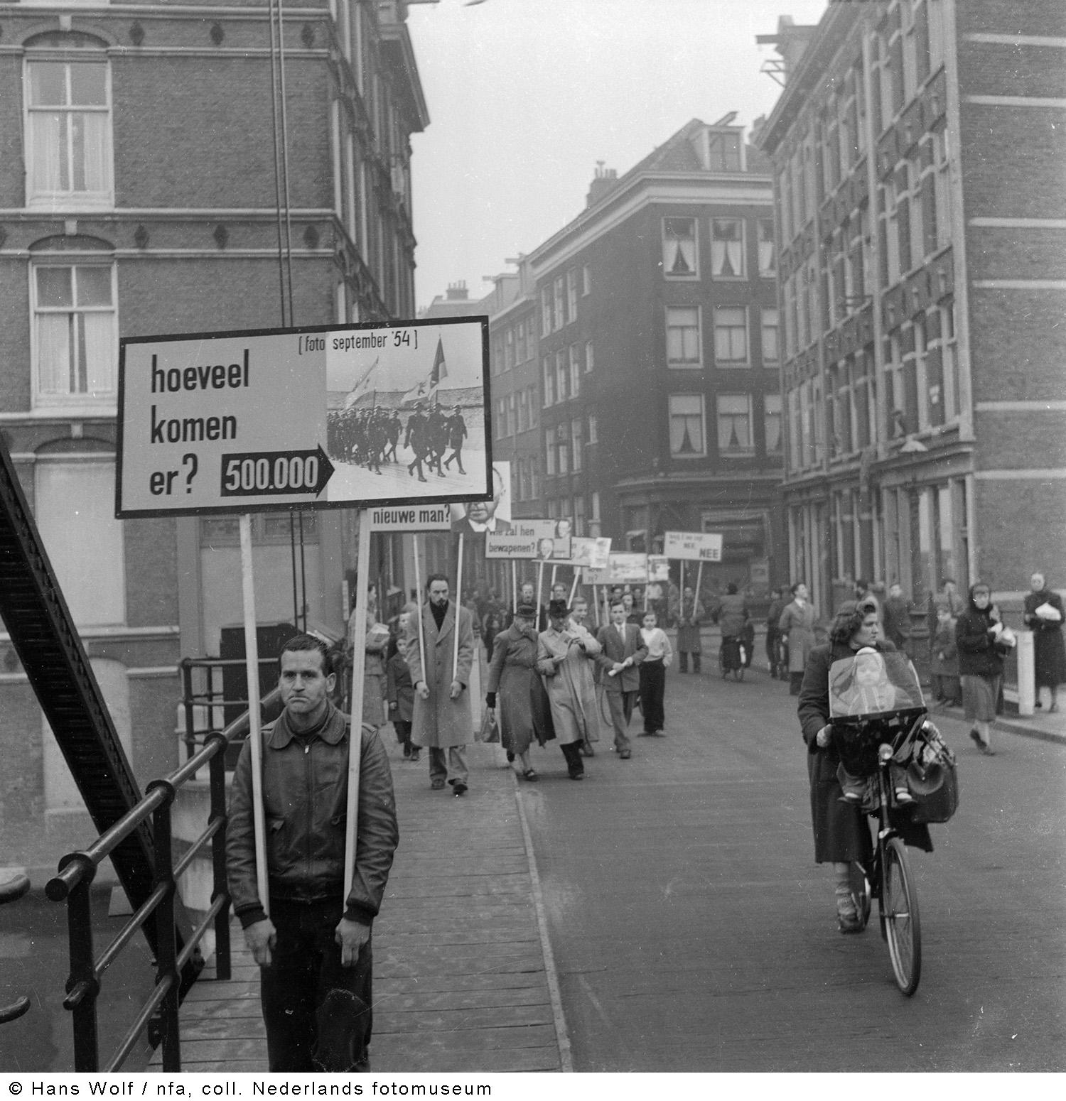 Demonstratie tegen duitse herbewapening amsterdam 1954 for Demonstratie amsterdam