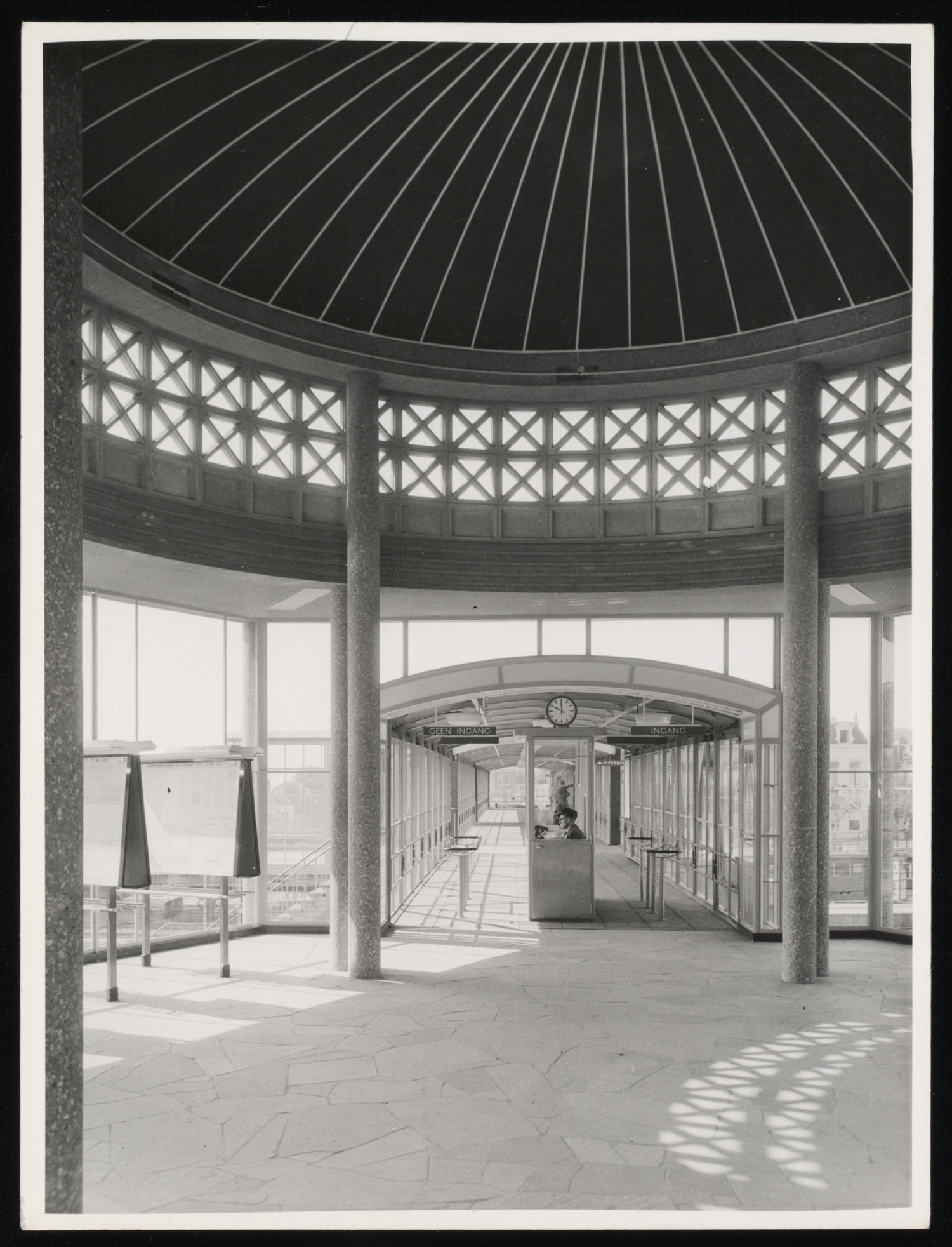 Interieur van station arnhem uitgang sonsbeekzijde for Interieur 1960