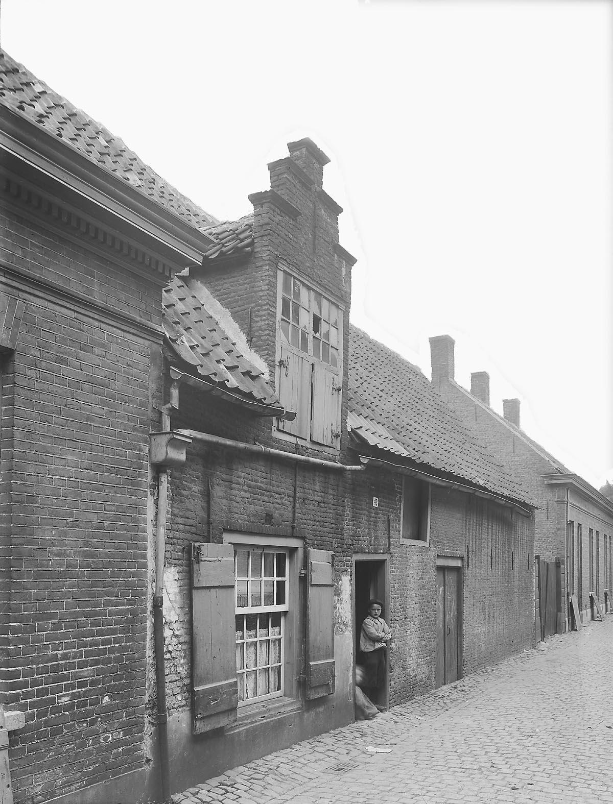 Breda achterom 43 straatwand met arbeiderswoningen en schuur het geheugen van nederland for Interieur 19e eeuw