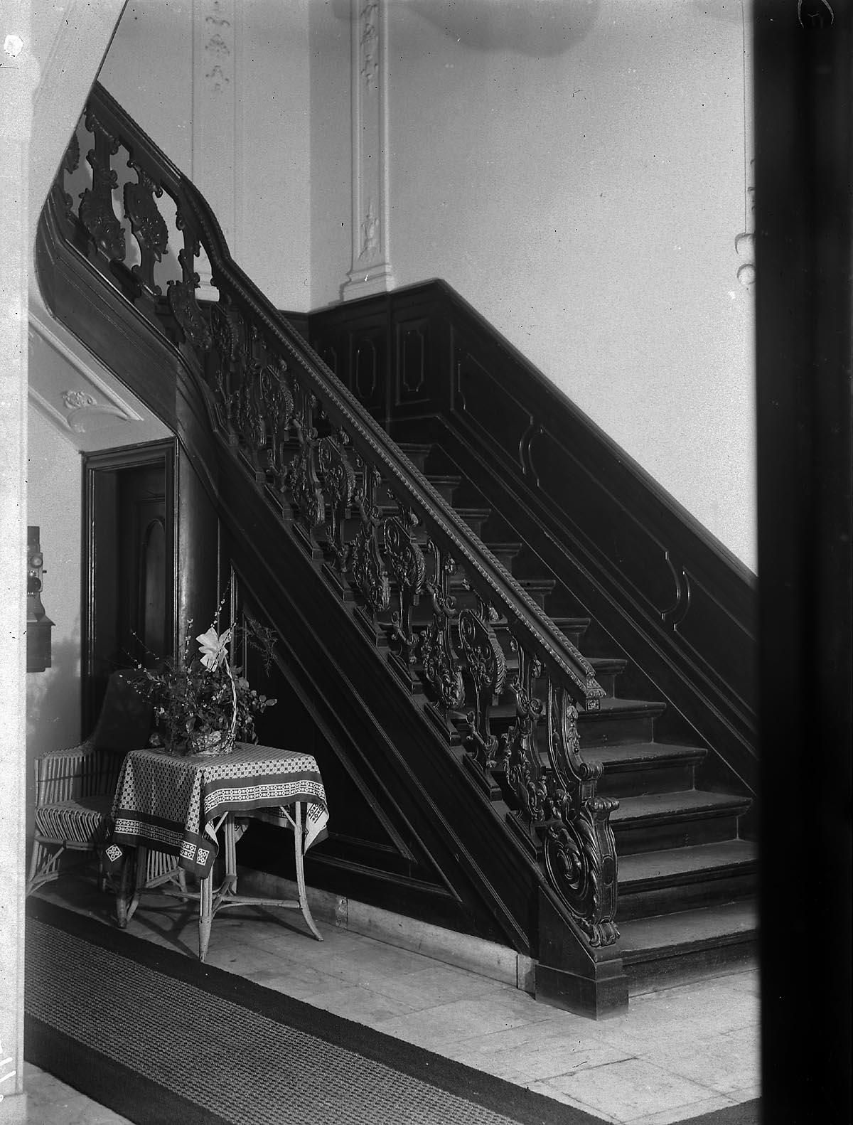 Arnhem bakkerstraat 56 interieur trap het geheugen van nederland online beeldbank van - Interieur trap ...