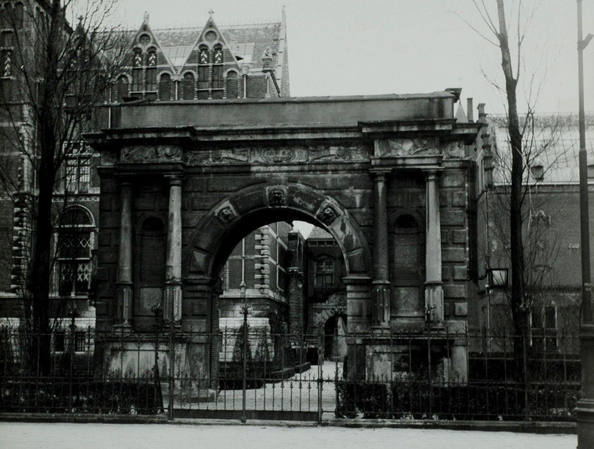 Poort bij tuin rijksmuseum amsterdam het geheugen van for Amsterdam poort