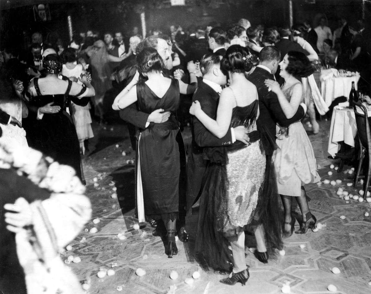 the roaring 1920 Category: american america history title: the roaring twenties.