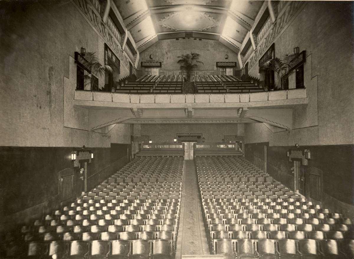 Bioscopen het interieur van bioscoopzaal van het for Interieur 1920