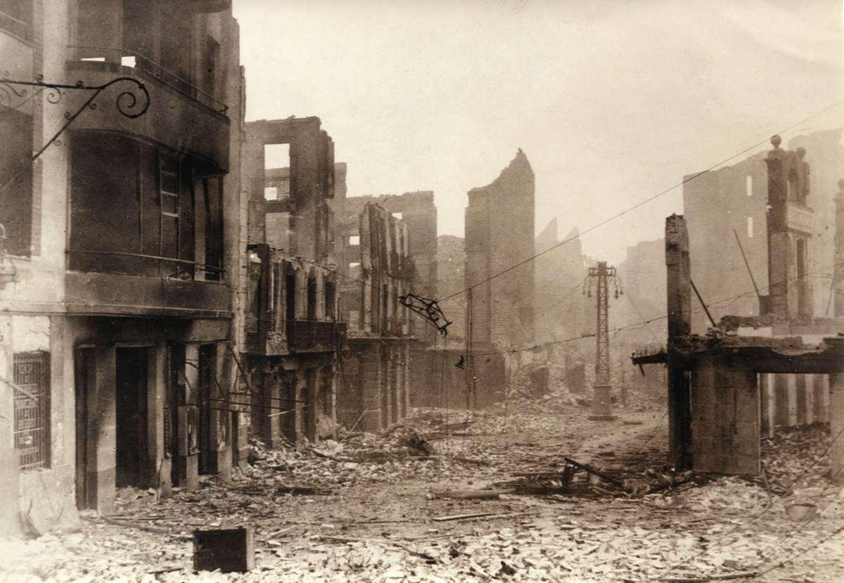 Spaanse burgeroorlog. het baskische stadje guernica y luno verwoest