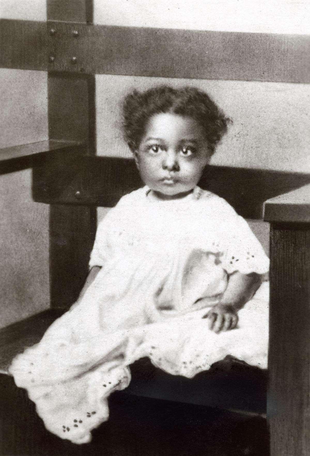 Josephine baker als kind kleuter dreumes van 18 maanden oud memory of the netherlands - Kind oud ...