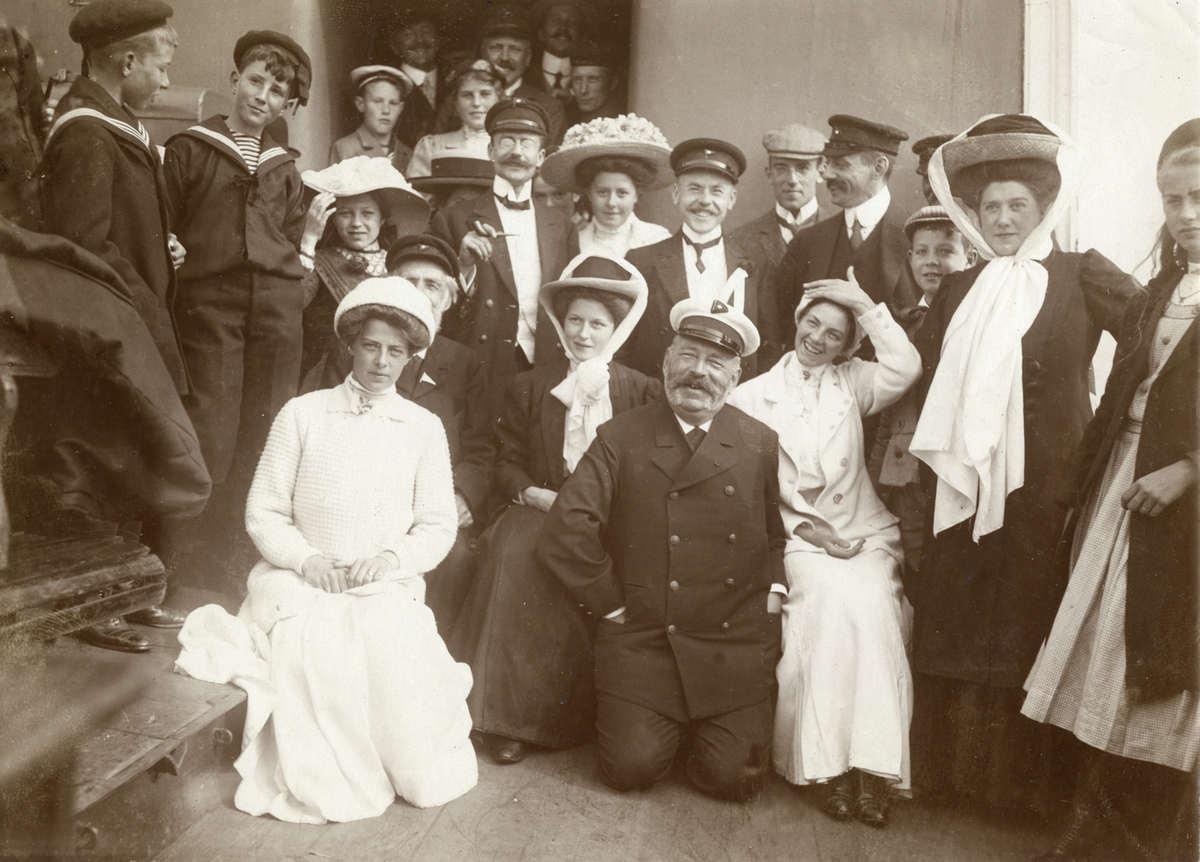 Zeilen voor 1914 zeilwedstrijden georganiseerd door zeilvereniging het ij naar aanleiding van - Klein kamermeisje ...