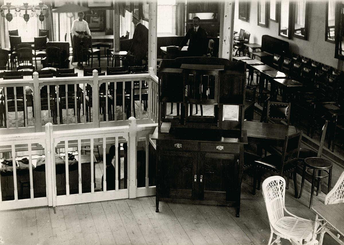 interieur van de winkel van de firma roos en van der kolk in rotterdam een zg verkoop op termijn zaak nederland 1917