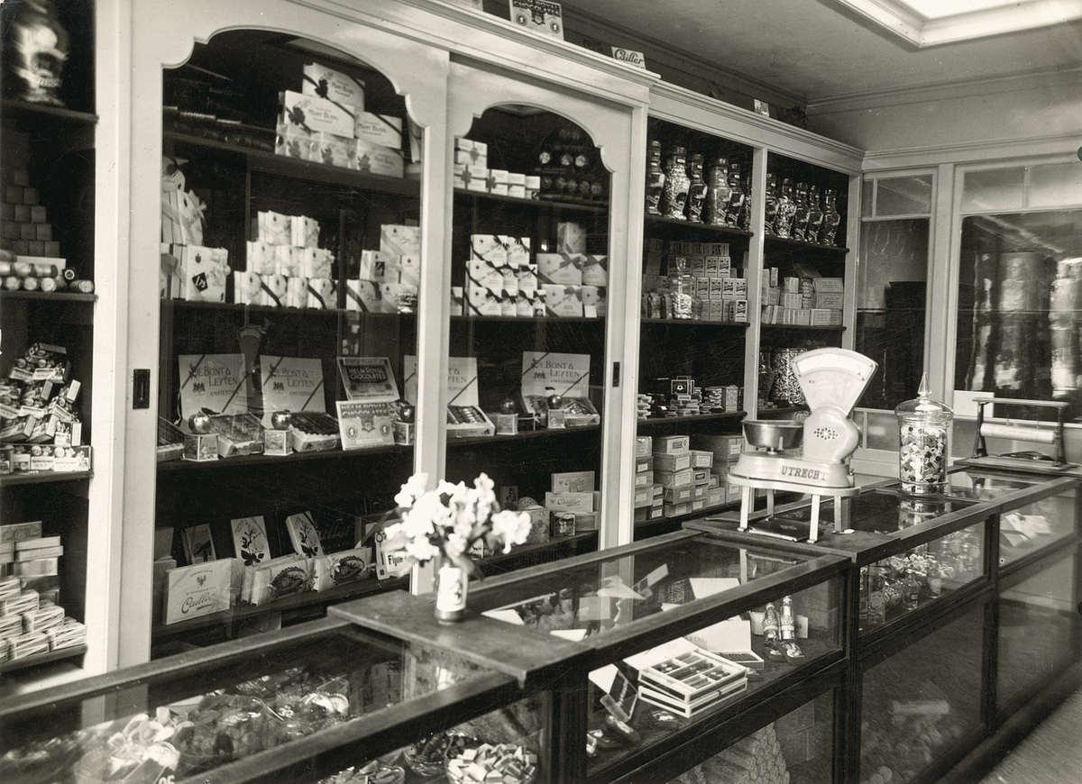 Interieur van winkel in koloniale waren comestibles en for Interieur winkel