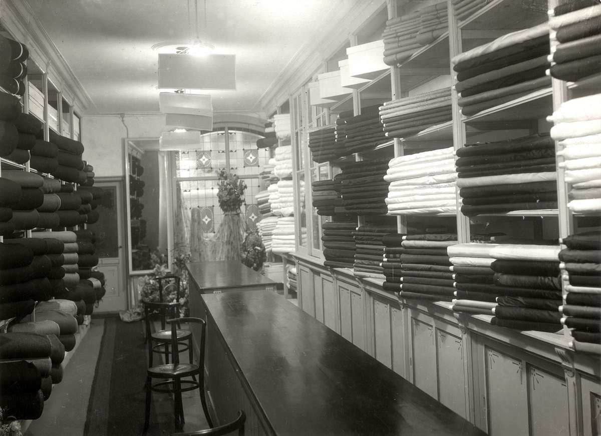 Interieur van winkel in zijden en wollen stoffen van de for Interieur winkel