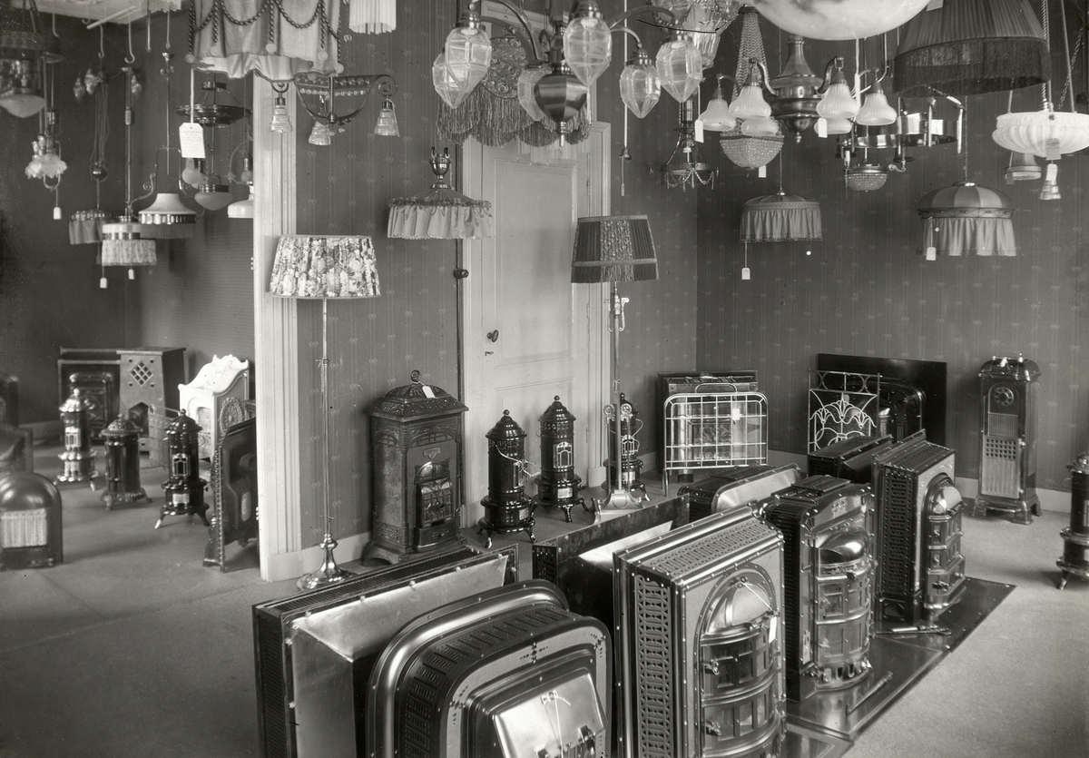 Interieur van winkel in sanitair kachels en lampen in for Interieur winkels
