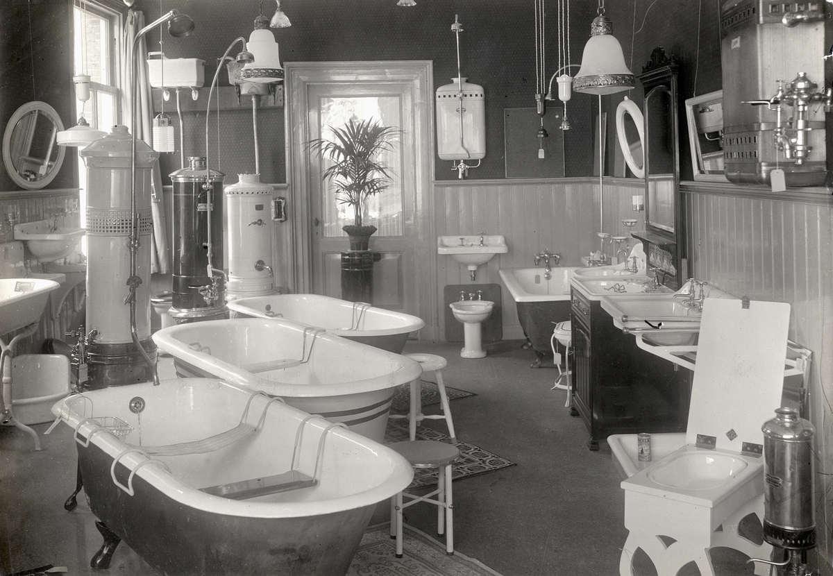 Interieur van winkel in sanitair kachels en lampen met for Interieur winkels