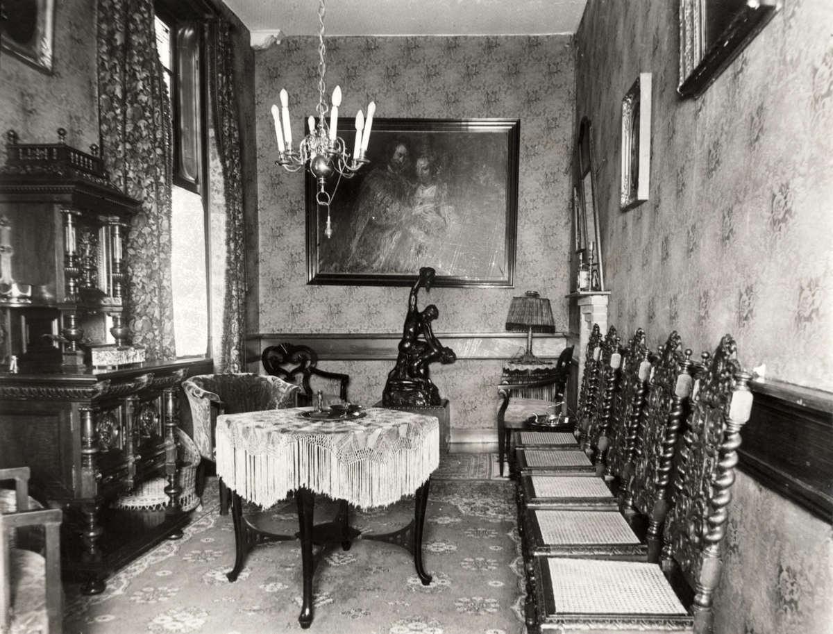 Hotels interieur de jachtkamer van hotel velserend in for Interieur 1930