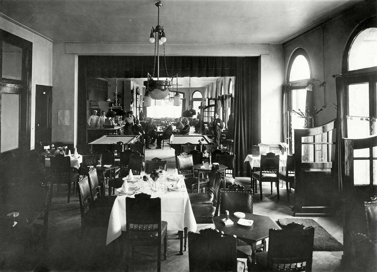 Caf restaurant hotel royal aan het stationsplein te for Afbeeldingen interieur