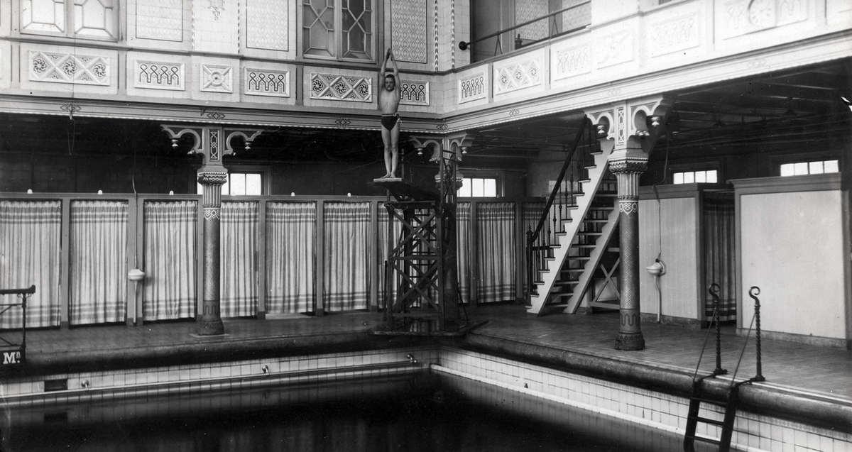 Interieur van het badhuis aan de Heiligeweg in Amsterdam. Nederland ...