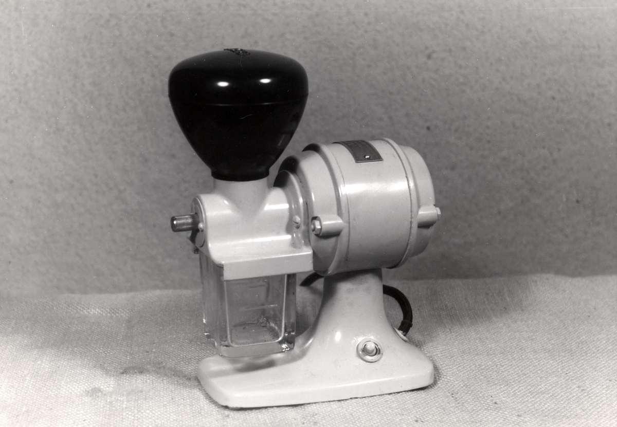 Drinken van koffie thee een elektrische koffiemolen omstreeks uit de jaren 39 30 plaats en - Klein kamermeisje ...