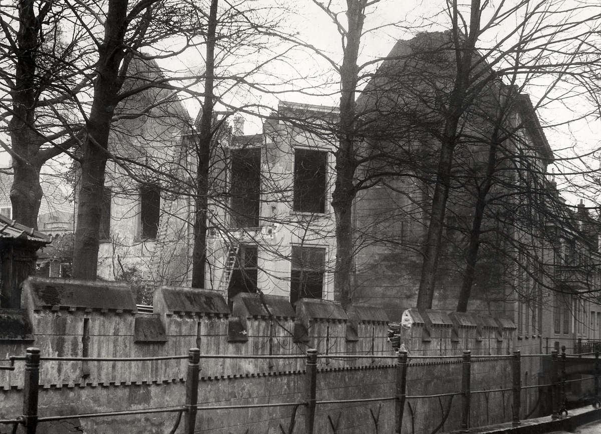 Spookhuizen buitenkant van het leegstaande huis van mr van hall in utrecht bijgenaamd het for Lay outs van het huis hal