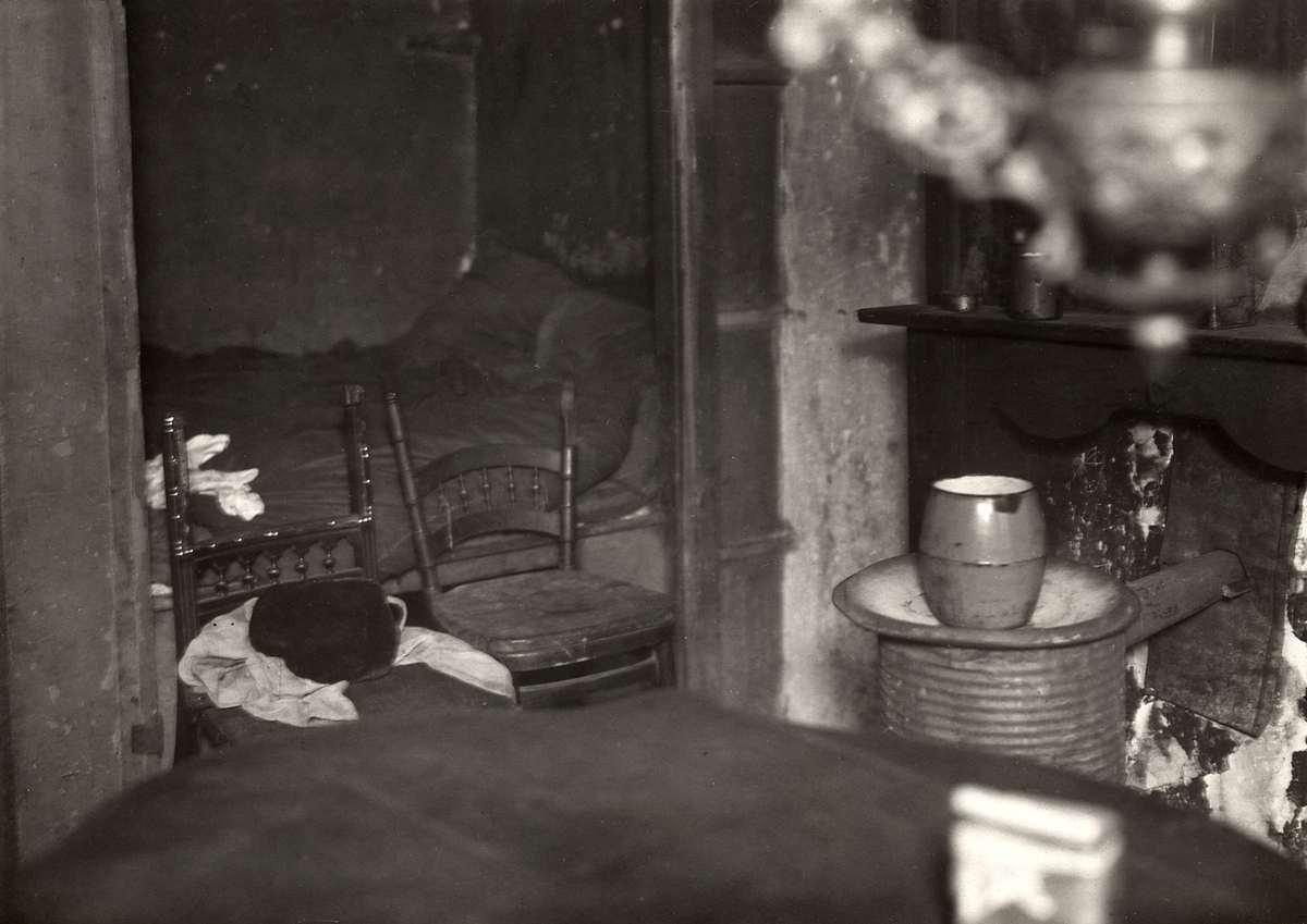 Krotwoningen interieur van een vervallen en armoedige for Interieur amsterdam