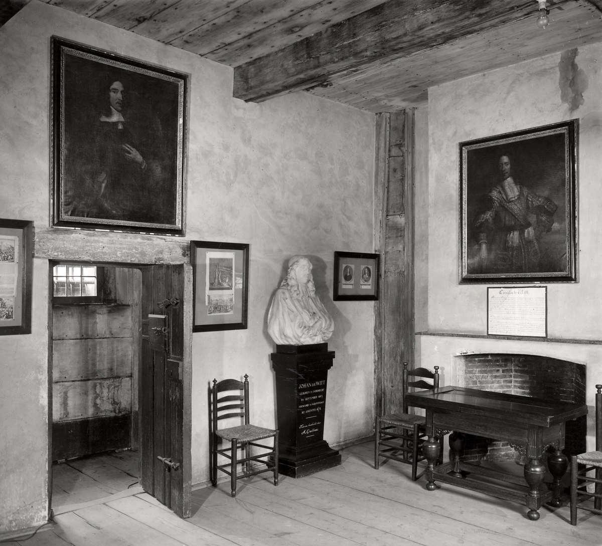 Steden ridderkamer met meubels en schilderijen in de gevangenpoort vensterbanken onder de - Klein kamermeisje ...