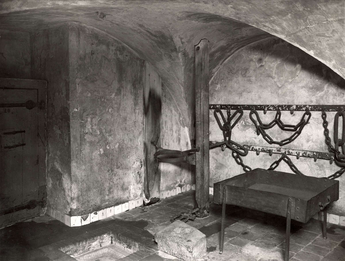 Steden interieur van de gevangenpoort kelder met for Melchior interieur den haag