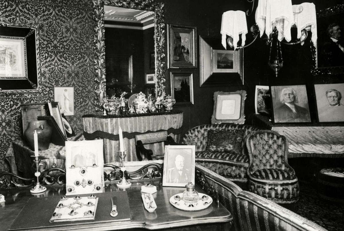 interieur van de werkkamer van de duitse componist siegfried wagner 1869 1930 de zoon van richard en cosima wagner in de kamer zien we portretten van