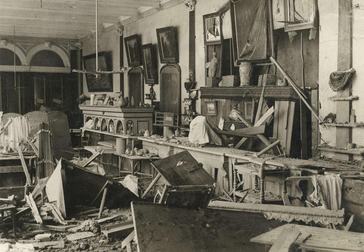 Eerste wereldoorlog het interieur van een gebouw vol for Antiek interieur