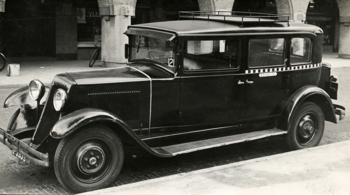taxi 39 s taxichauffeurs blokband taxi te amsterdam nederland 1932 geheugen van nederland. Black Bedroom Furniture Sets. Home Design Ideas