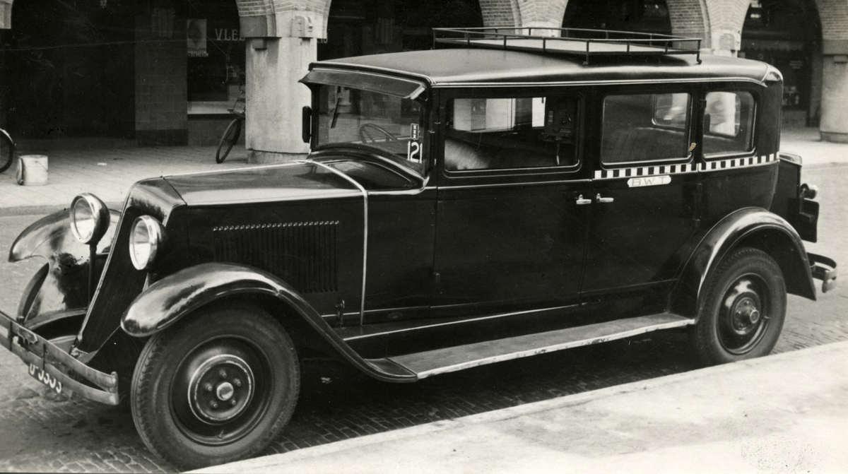 taxi 39 s taxichauffeurs blokband taxi te amsterdam nederland 1932 geheugen van nederland. Black Bedroom Furniture Sets. Home Design Ideas