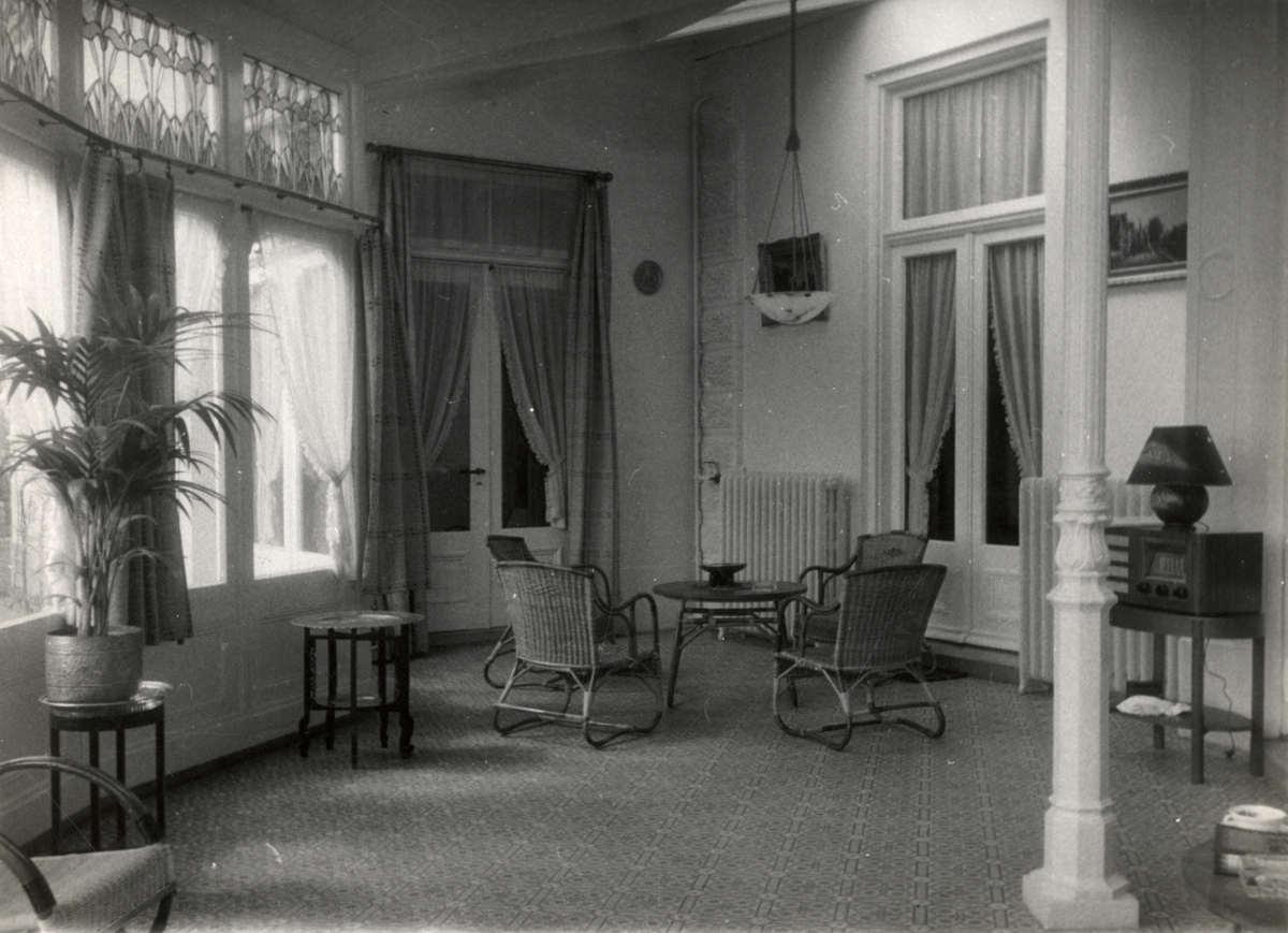 Balkons terrassen balustrades een interieur van een for Interieur 1930