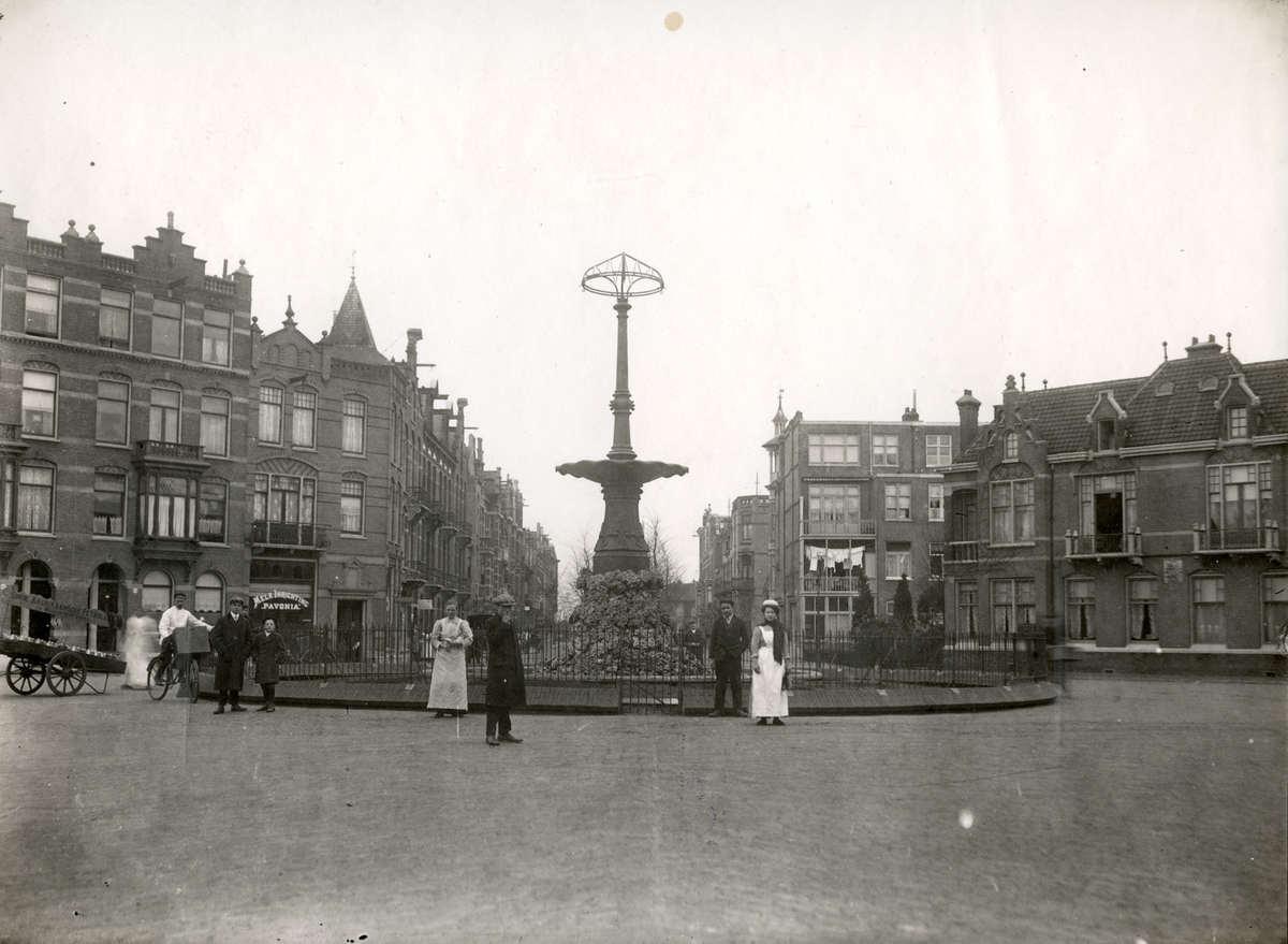 Stadswoningen begin 20e eeuw pleintje aan de hogeweg for Funda amsterdam watergraafsmeer