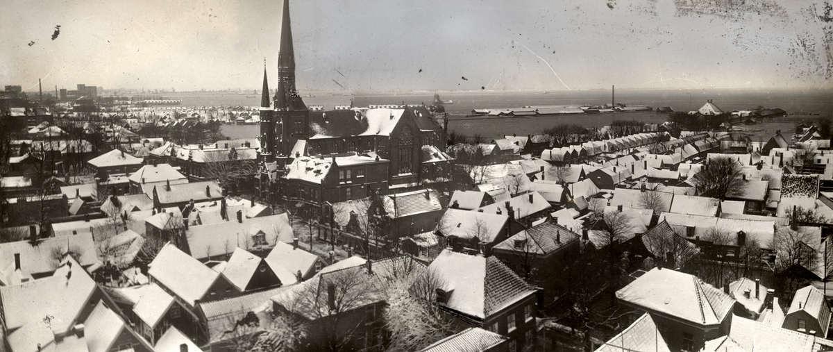 Overstroming sneeuw op de daken tijdens watersnood noord holland 1916 nederland zaandam 1916 - Daken en volumes ...