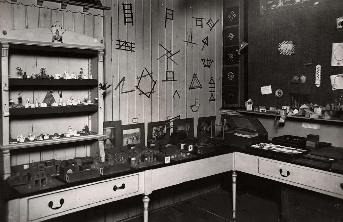 Onderwijs interieur van het nederlandsch schoolmuseum met for Interieur den haag