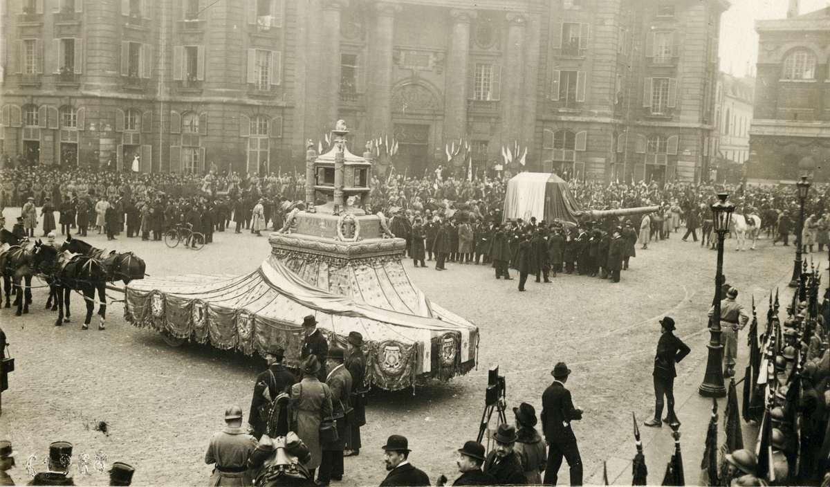 Nationale regionale monumenten het graf van de onbekende soldaat te parijs frankrijk 1920 - Klein kamermeisje ...