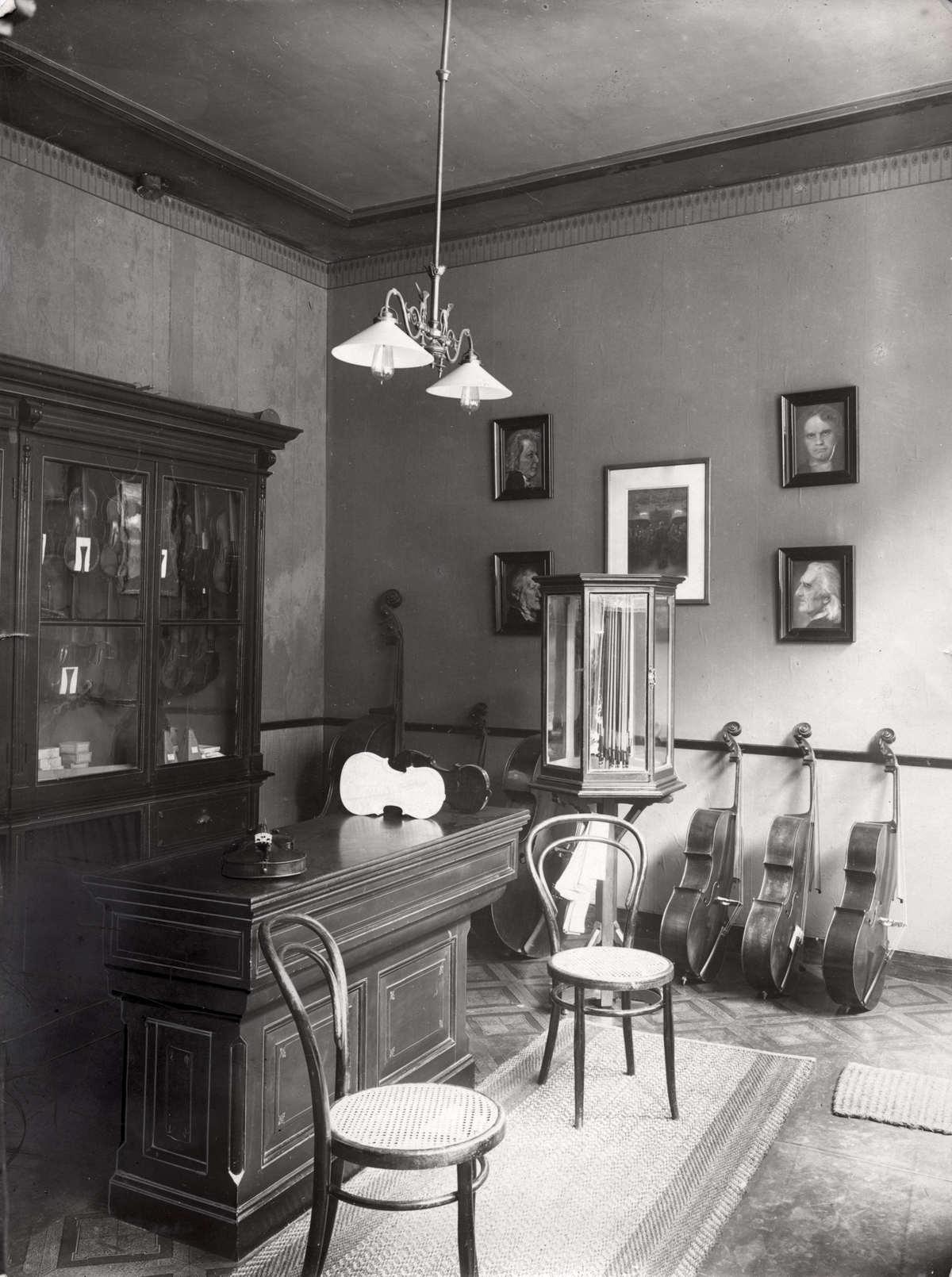Vioolbouwers atelier van vioolbouwer dhr w p kunze for Loft interieur den haag
