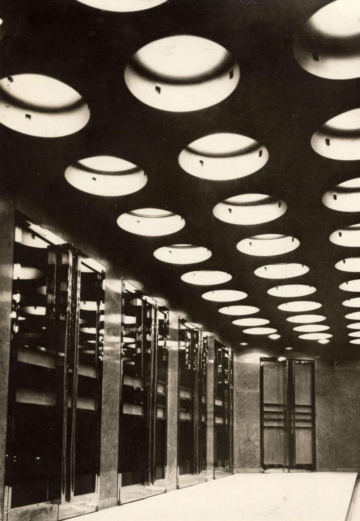 Theater. In 1929 opent het dure en exclusieve Théatre Pigalle in ...
