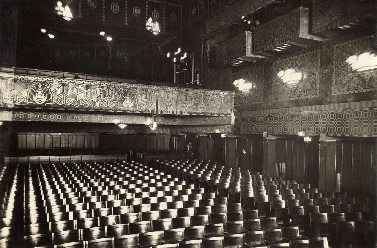 Bioscopen het interieur van de bioscoopzaal van cinema for Interieur amsterdam