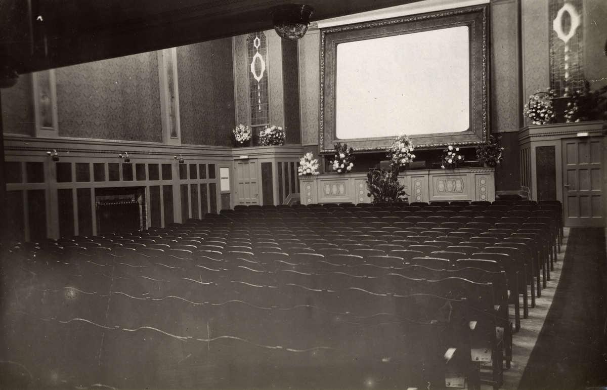 Bioscopen het interieur met het filmscherm in het for Interieur 1920