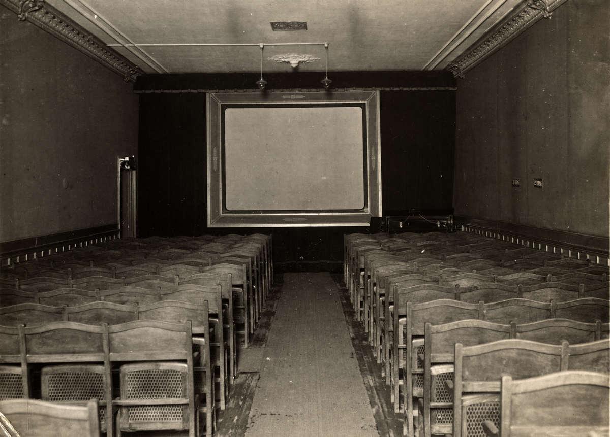 Bioscopen het interieur van de bioscoopzaal van de beurs for Interieur beurs