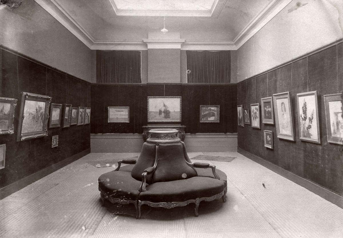 Schilderijen expositie interieur van kunsthandel 39 arti for Loft interieur den haag
