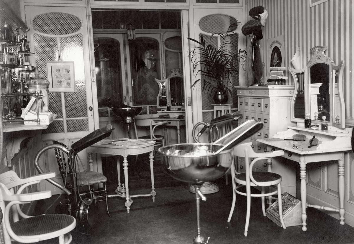 Schoonheidssalons kapsalons interieur van kapsalon en - Makers van het interieur ...